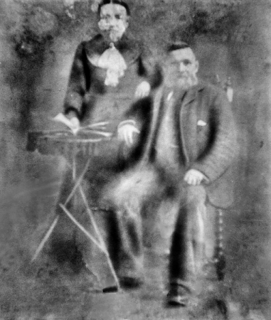 Photograph believed to be of Thomas and Elizabeth Kelly c. 1900