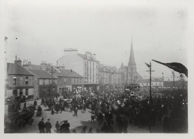 Crowds welcoming the first electric tram in Rutherglen, 1902