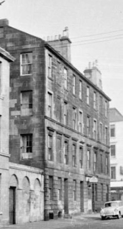 Nearest closemouth is 7 Monteith Place, Glasgow