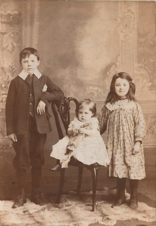 The Boyle children in 1906