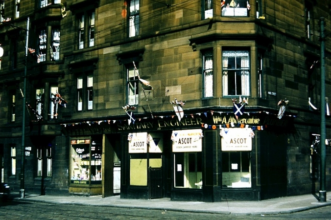 Plumber's Shop at 20 Farmeloan Road and the adjacent close entrance at no. 22 (1953)