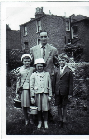 Bobby with Sally, David & Eleanor in back garden at Endymion Road (c.1960)